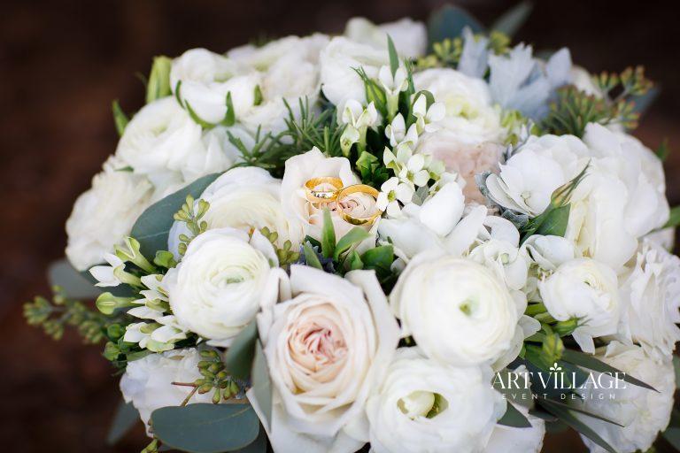 bouquet of roses arrangement