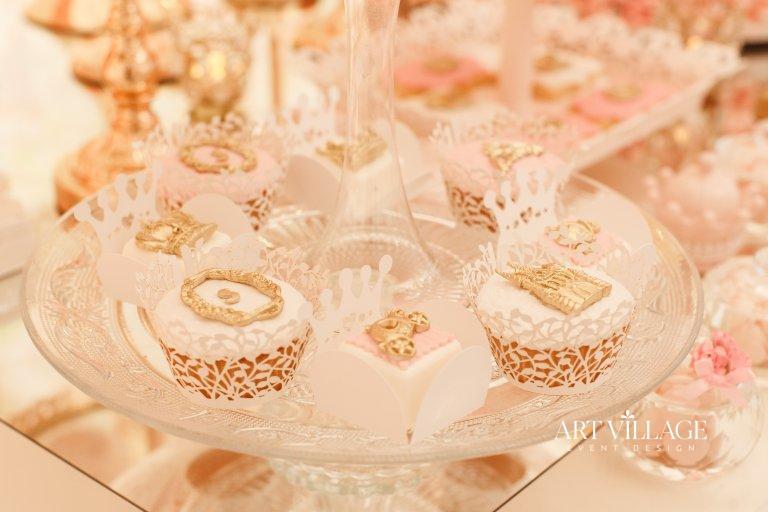 white and gold dessert design